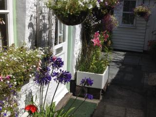 Sweet Pea Cottage, In the medieval town of Penryn, Close to Falmouth and Truro