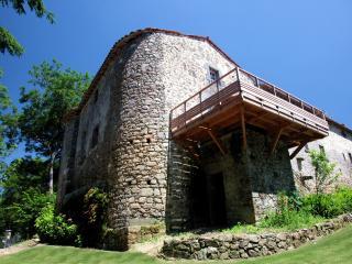 Reste imposant de la forteresse, vestige du temps ou Poiroux était une importante seigneurie féodale