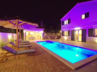 NEW! Villa Stožak, heated pool, max. 10 per., SPECIAL OFFER,10% discout in May