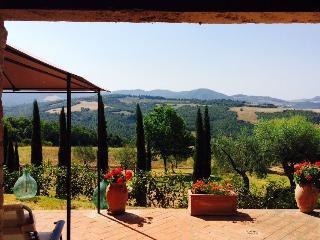 Authentic Rustic Tuscany: San Gimignano / Volterra