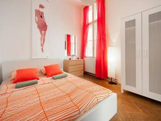 5BEDROOMs 12BEDs 2.5BATH @HISTORICAL OLD-TOWN, Budapest