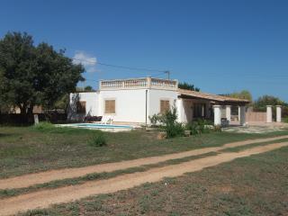 House in rural and rustic surroundings. Sleeps 6, Ca'n Picafort