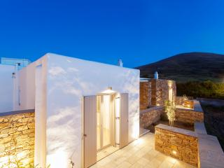 White Tinos Luxury Suites