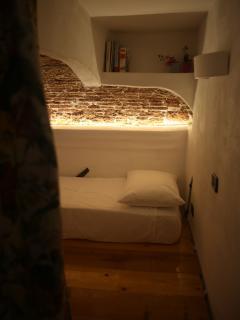 Loft 1: Il letto sul soppalco nella cameretta - The bed on the mezzanine in the room