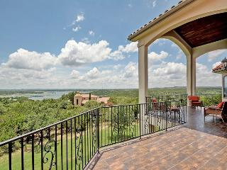 4BR/3.5BA Luxury Home with Lake Views! Book Now for Fall Savings!, Jonestown