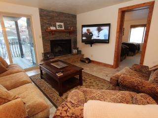 Renovated 3BR Chateaux,, Beautiful! Pool, Hot Tub. 6th nt free, Crested Butte