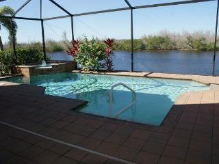 Beautiful 3 bedroom, screened & heated pool