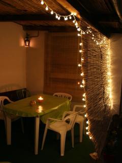 Et d'un dîner aux chandelles avec ambiance romantique dans le patio
