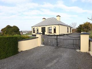 3 Bedroom cottage in Ardara, with sea views