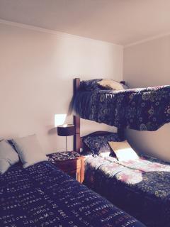 dormitorio equipado para tres personas