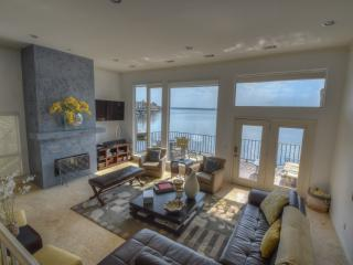 Luxurious Horseshoe Bay Lakefront Property