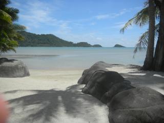 Klong Son beach, minutes from the villa