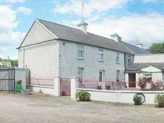 BALLYKEEFFE FARMHOUSE, pet-friendly property with open fires, en-suite, games