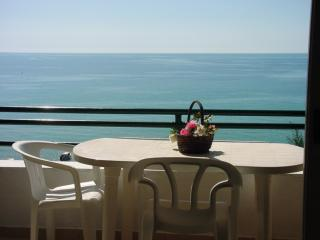 Glyfada beach 2 bedrooms classic apartment, Corfú