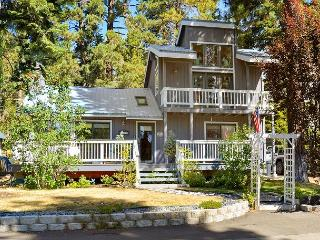 3BR Lakehouse – Walk to the Beach, Then Soak in Your Hot Tub, Carnelian Bay