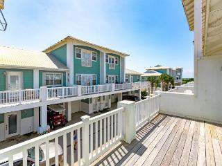 3BR Townhome with Tower Views of Port A – 2 Minutes to the Beach!, Port Aransas