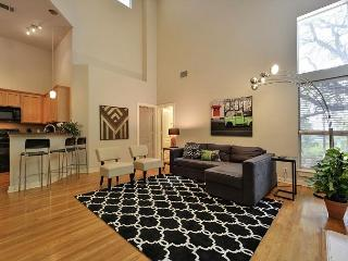 Airy & Open 3BR House - Walk to the Best of South Austin
