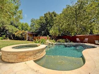 3BR/2BA Elegant House with Pool and Hot Tub in Tarrytown, Sleeps 8, Austin