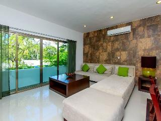 2 Bedroom + up to 6 people + on 5th avenue + WIFI High Speed Internet