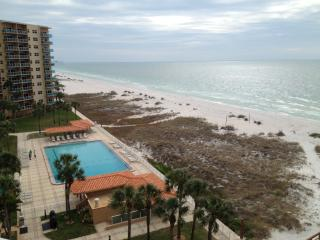 Beautiful Clearwater Beach 1Br Condo facing gulf