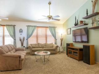 Open and spacious living area w/ 55' HDTV w/ satellite