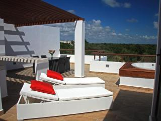 Your TAO Inspired Lifestyle - PENTHOUSE  w/ Jetted Tub, Akumal