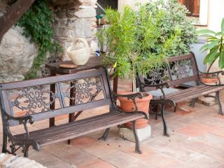 patio esterno alla villa dove rilassarsi e godere di un panorama mozzafiato