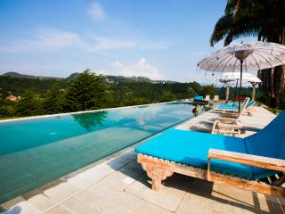 Amazing Balinese-style villa in Anapoima
