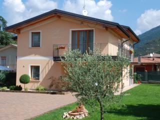 Casa vacanza Villa Teodora a 2km da Salò, Roe Volciano