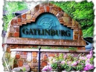 Affordable Smoky Mountain Cabin Near Downtown!!*, Gatlinburg