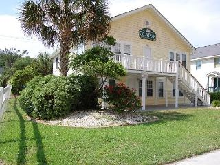Newly Refurbished - 2nd Row, Beach House w/7 Bedrooms, 5 Bathrooms, Sleeps 25, North Myrtle Beach