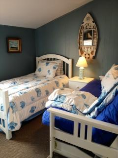 Guest room. Twin bed and full sofa bed
