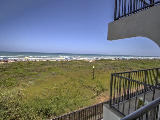 BEACHFRONT RELAXATION! Private Balcony-KING,wifi, Ilha de South Padre