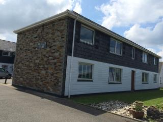 Modern apartment in quiet location 5 mins from Polzeath beaches