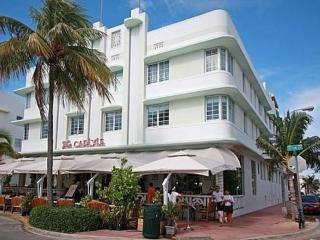 Famous Ocean Drive Beachfront Pad!, Miami Beach