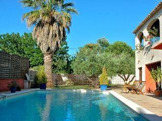 Appartement dans Villa provencale jardin piscine patio proche plage