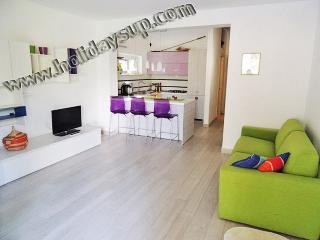 Living/dining area room with kitchenette well equipped santa agata sui due golfi booking apartments