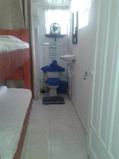 cuato pequeño para 2 persona US$ 30 Dolares por noche por las 2 osea 15 c/u