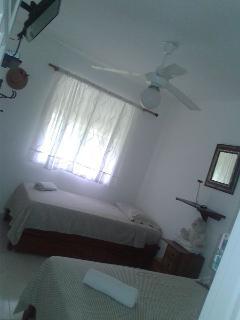 hanitacion donde hay espacio para 3 presonas costo por noche US$60 osea 20.00 dolares por cada uno