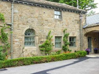 THE TACK ROOM COTTAGE, country location with charming views, character features, en-suite, in Ashover, Ref. 927577