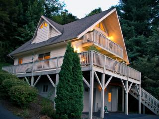 Runaway Chalet, near Great Smokeys and the Parkway, Waynesville