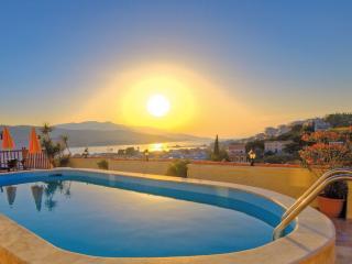 VIRGINIA HOTEL, Samos Town