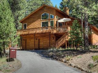 Chic 3BR Truckee Retreat with Tahoe Donner Access – Stay & Play!