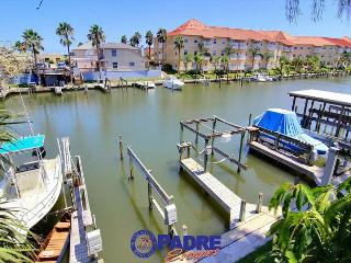 Waterfront condo with boat slip & close to Schlitterbahn!, Corpus Christi