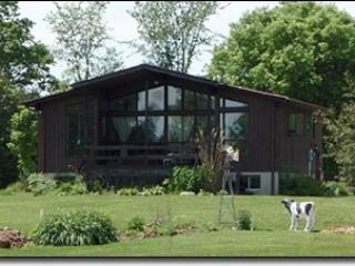 2 level winteried cottage on 50 acres with river, Chatsworth