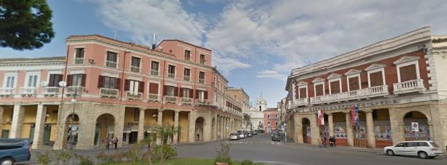 Piazza Pitagora ( centro città)