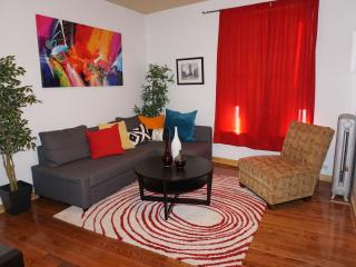 Spacious apartment near transportation with WIFI, Bronx
