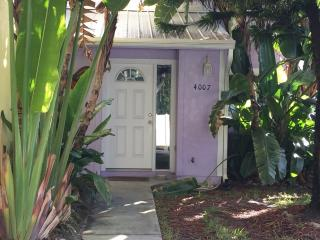 Coconut Palms Beach Cottage, New Smyrna Beach
