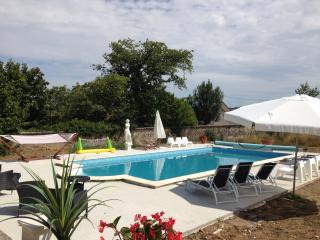 4 bedroom house in grounds of Chateau with pool
