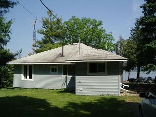 Panoramic view,3 bedroom waterfront cottage, Smiths Falls